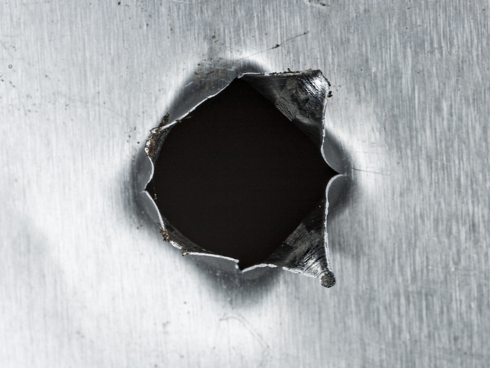 国際宇宙ステーションにあいた穴、宇宙飛行士が親指でふさいでその場をしのぐ