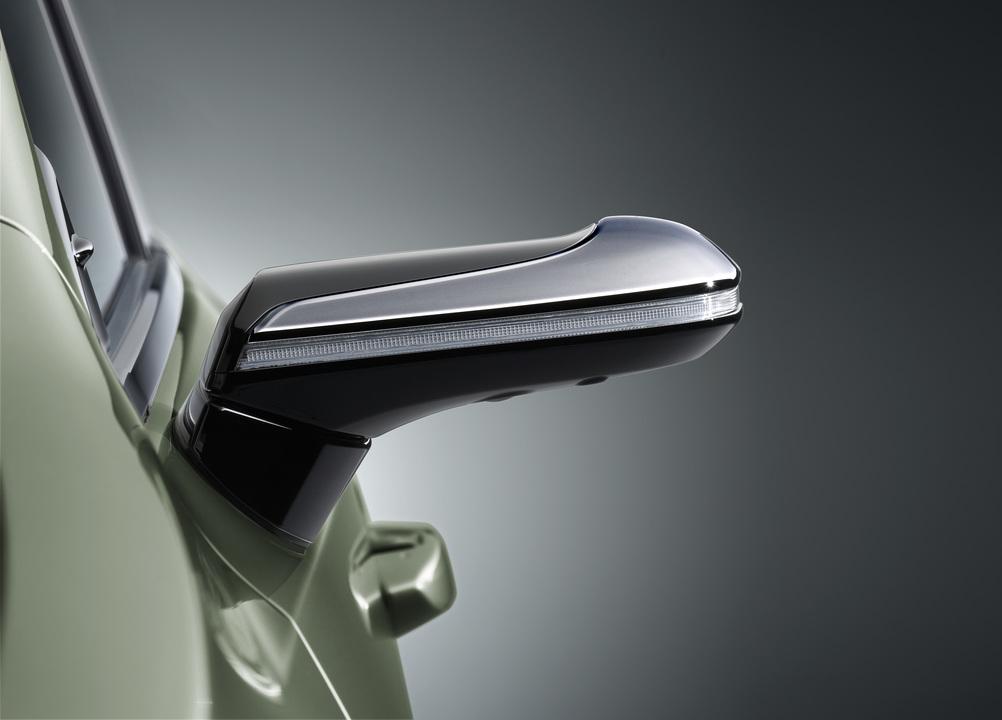 レクサスのサイドミラーがデジカメ化。シーンに応じて画角を自動調整してくれる!