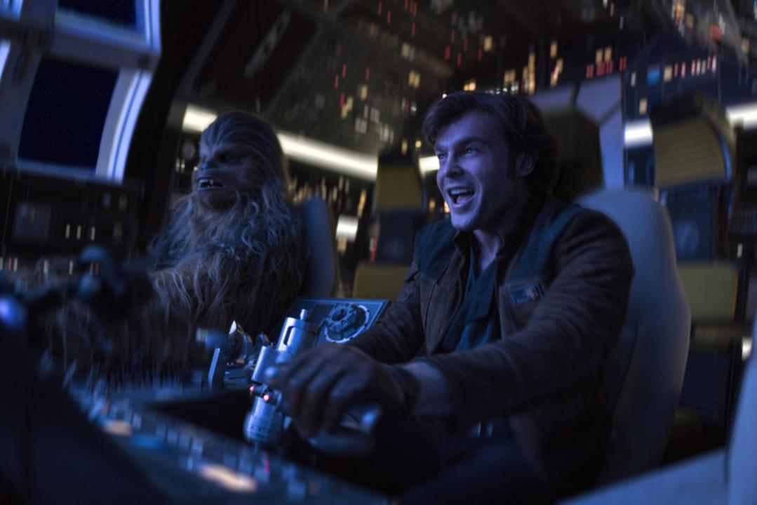 映画『ハン・ソロ』の未公開シーンが先行公開! 帝国パイロット候補生時代に起こした事故が明らかに