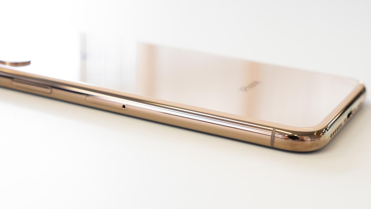 iPhone XS アンボックス:光によって印象を変える、贅沢なフラッグシップ