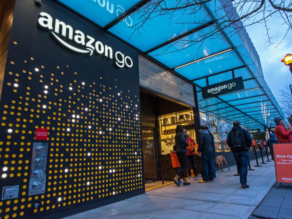 労組激おこ。Amazonが2021年までにレジなし店舗を3,000軒に展開予定