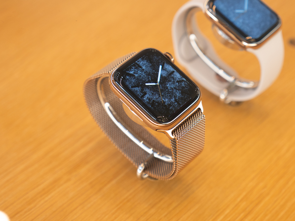 見れば見るほど、ステンレス一択だ…。Apple Watch Series 4のステンレスモデルが美しすぎる