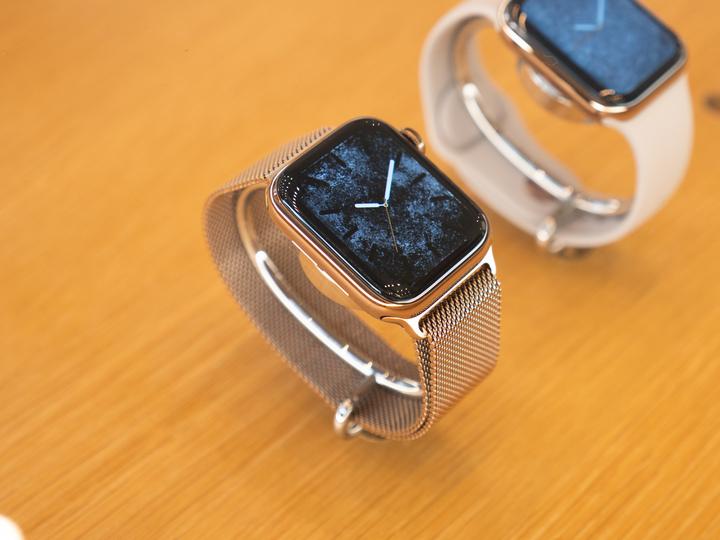 見れば見るほど、ステンレス一択だ...。Apple Watch Series 4のステンレスモデルが美しすぎる