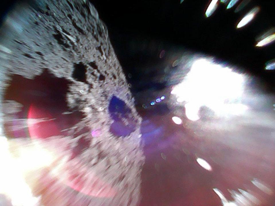 着地! 探査機「MINERVA-II1」、小惑星探査機「はやぶさ2」から投下成功!
