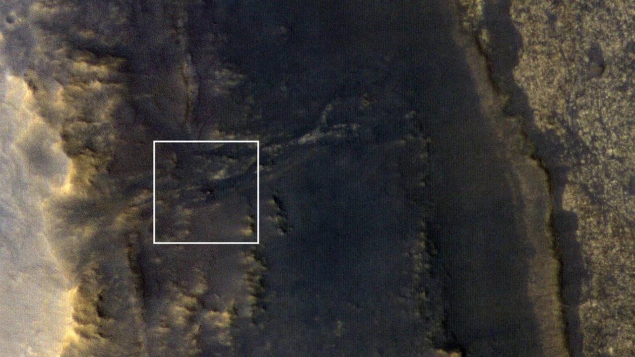砂嵐が去った火星の衛星写真で、沈黙の探査機を発見。オポチュニティは忍耐の丘に