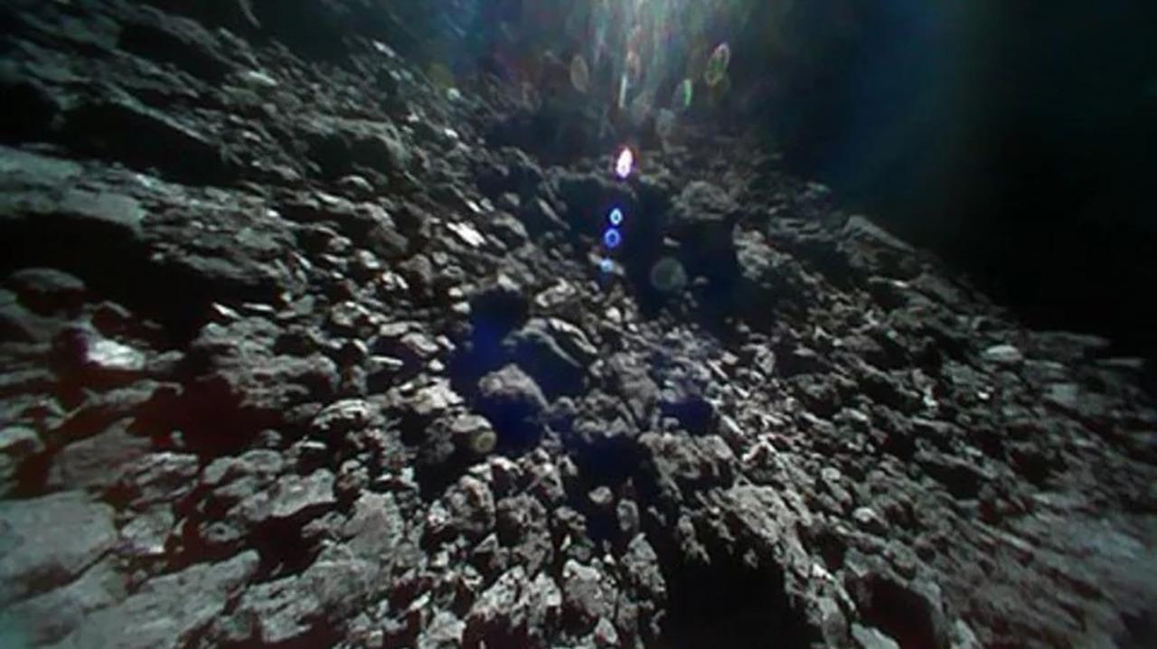 はやぶさ2から投下されたローバーたち、順調に小惑星リュウグウをホッピング中