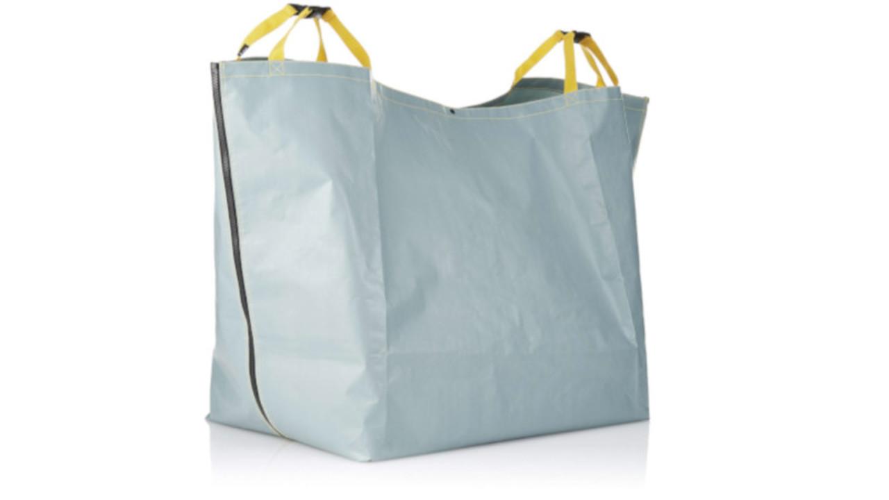 大容量バッグになる上に、お尻や車まで汚さない。アウトドアにピッタリな多機能さ!