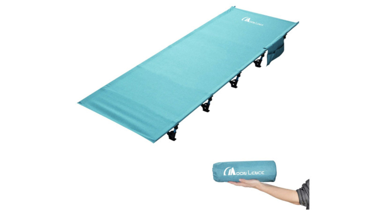 手のひらに乗るコンパクトさ! 収納型ベッドはアウトドアや防災時に便利〜