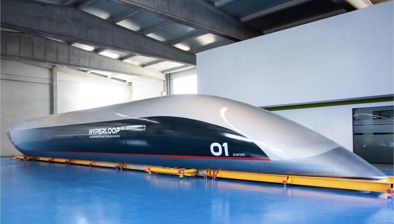 ハイパーループの実物大ポッドがお披露目! 2019年に乗客を乗せてテストする予定