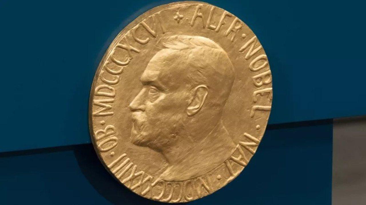 創薬を加速。ノーベル化学賞は生物の進化の力で新物質を作り出した研究者3人に