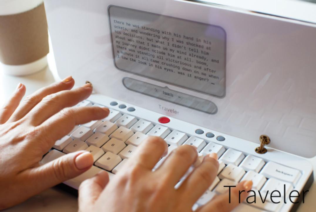 潔すぎるポータブルワープロ「Traveler」、フルサイズキーボードでガツガツ書けそう