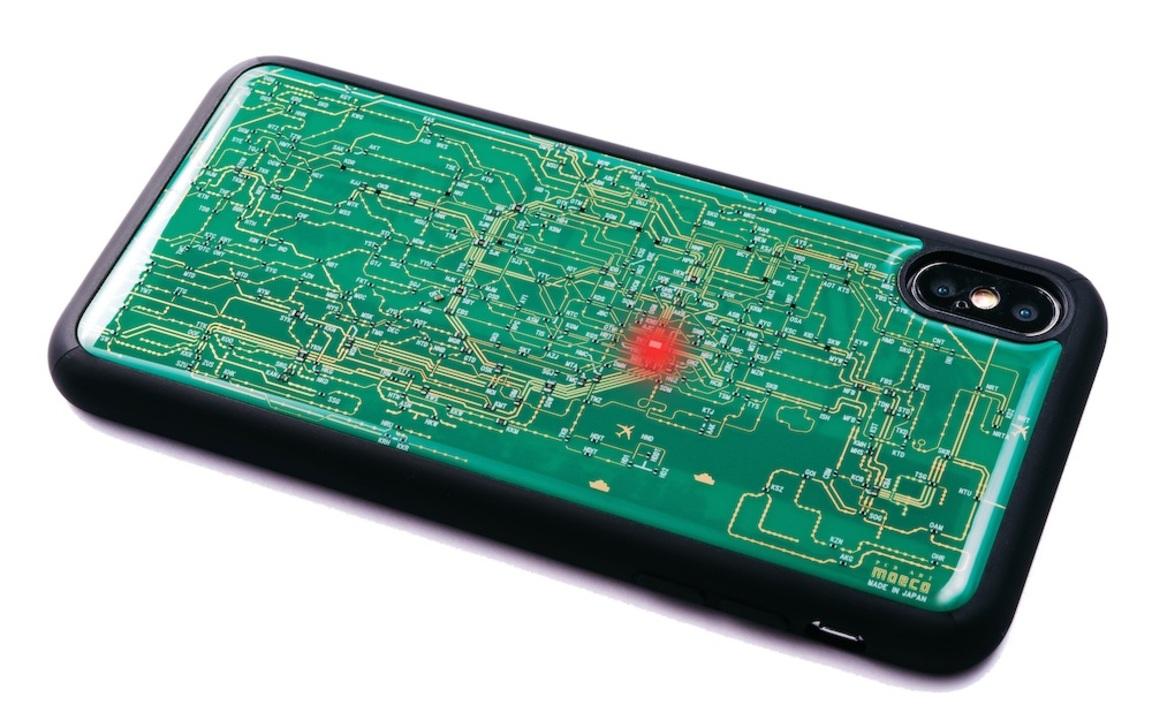 電波とともに東京駅が光る。基板に東京路線図を描いたiPhoneケース