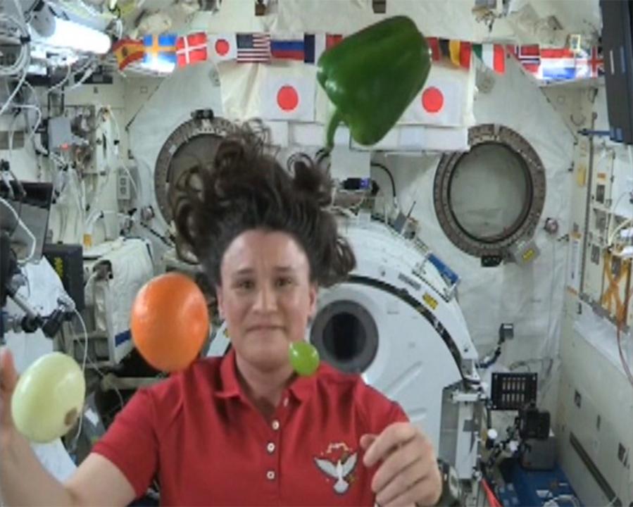 今夜はチーズバーガーだ!「こうのとり」7号機、国際宇宙ステーションに新鮮な野菜を運ぶ