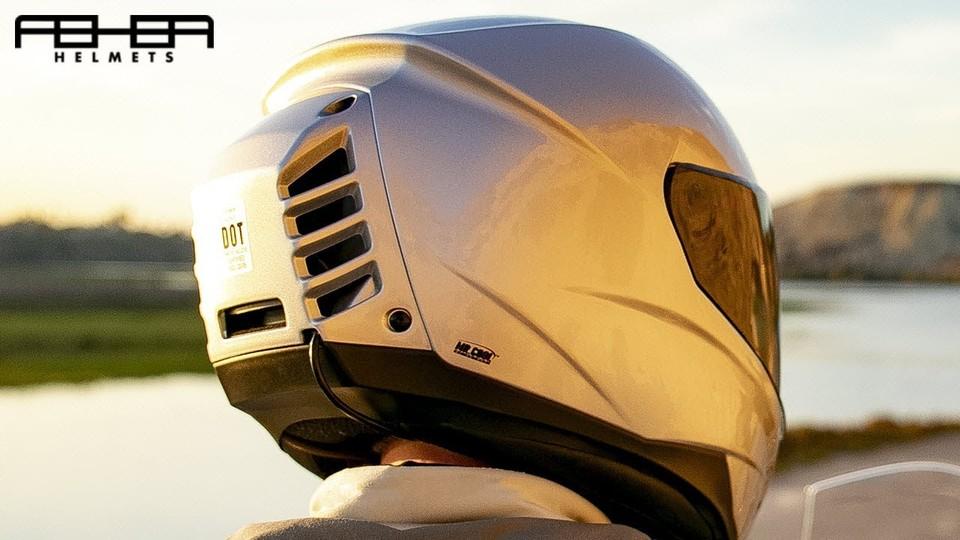バイカー歓喜!世界初、エアコン付きバイク用ヘルメット