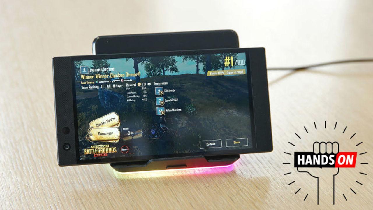 Razer Phone 2 ハンズオン:ゲーマー向けスマートフォン(RGBライトがついてるよ!)