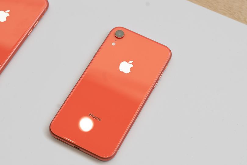 au、iPhone XRの価格を発表。XRは廉価じゃないのですよ、廉価じゃ