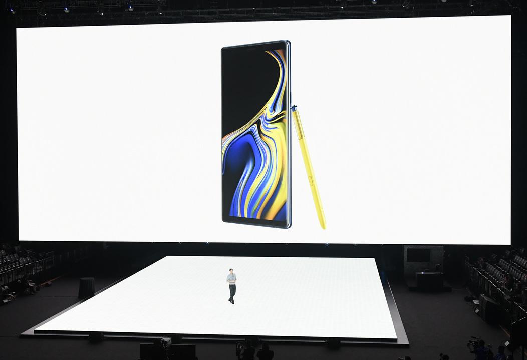 11月にお披露目? Samsungの折り畳みスマホのコンセプトは「ポケットに入るタブレット」