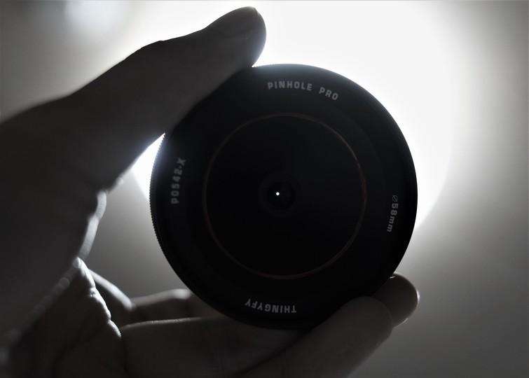 レンズを変えるだけで味のある写真に。手持ちの一眼やミラーレスカメラを変える「Pinhole Pro」