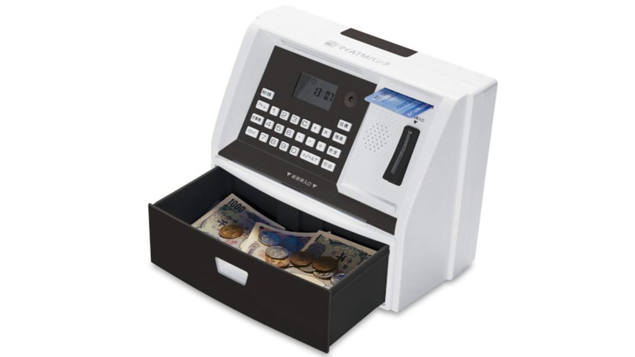 暗証番号や貯金額の表示も。まるでATMのような貯金箱「マイATMバンク」