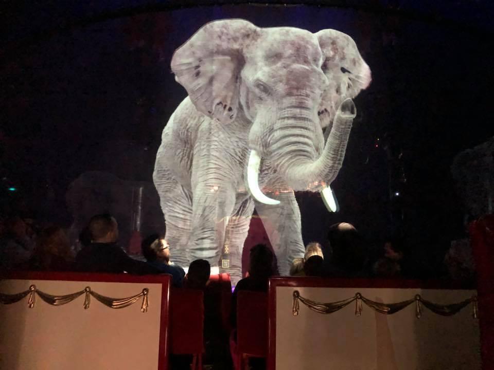 本物の動物じゃなくてOK? ホログラムの動物を使うドイツのサーカス団