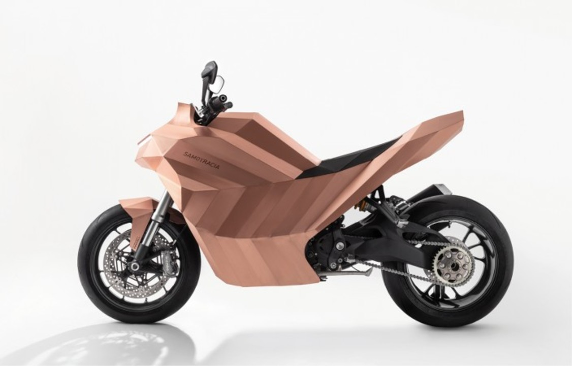 このバイク、ポリゴンにしか見えなくて混乱真っ只中
