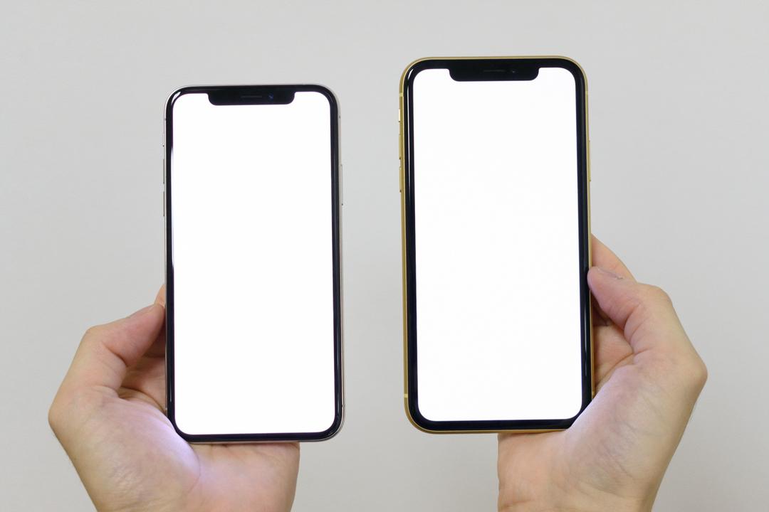 iPhone XR vs iPhone XS、どちらのベゼルが薄いでしょうか!?