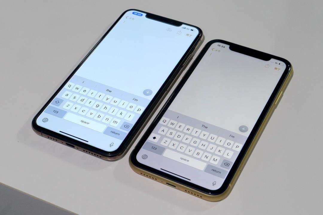 ところでiPhone XRの画面が黄ばんでいるように見えるのですが…