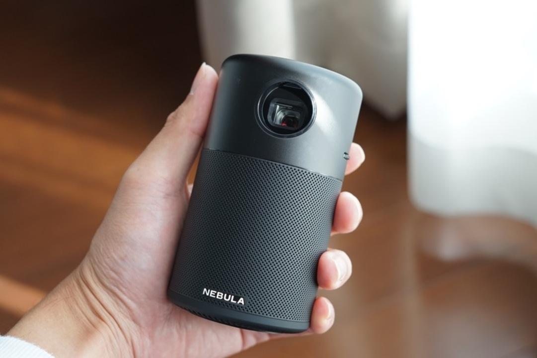 【読者限定で10%オフ!】えっ、中身Androidなんですか! 片手サイズのモバイルプロジェクター「Anker Nebula Capsule」で家中がシアターになった