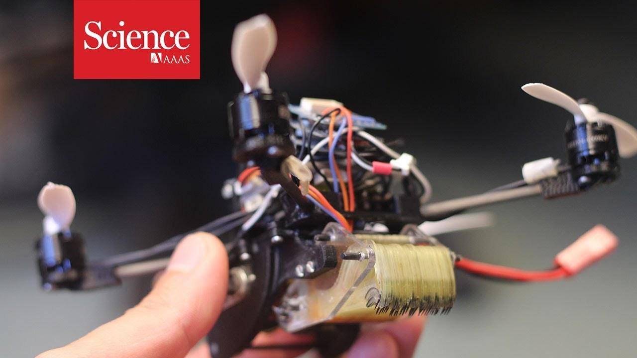 自重の40倍の重さを牽引できる極小ドローン「FlyCroTug」