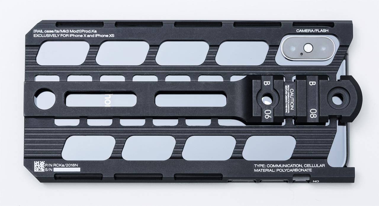 カトキハジメ、iPhoneケース ✕ ピカティニーレールのマリアージュを生み出す
