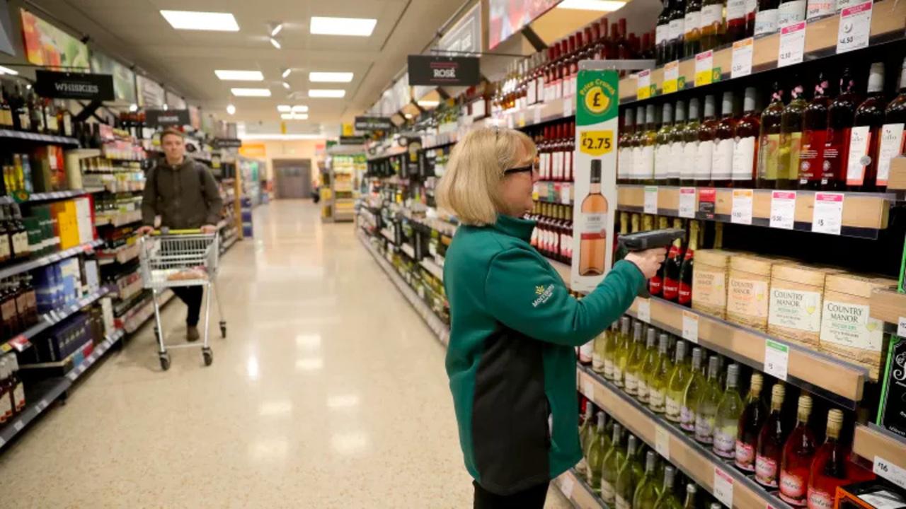 日本のコンビニにもよさそう。イギリスのセルフレジで「お酒を買う人の顔から年齢を推測するシステム」を試験導入