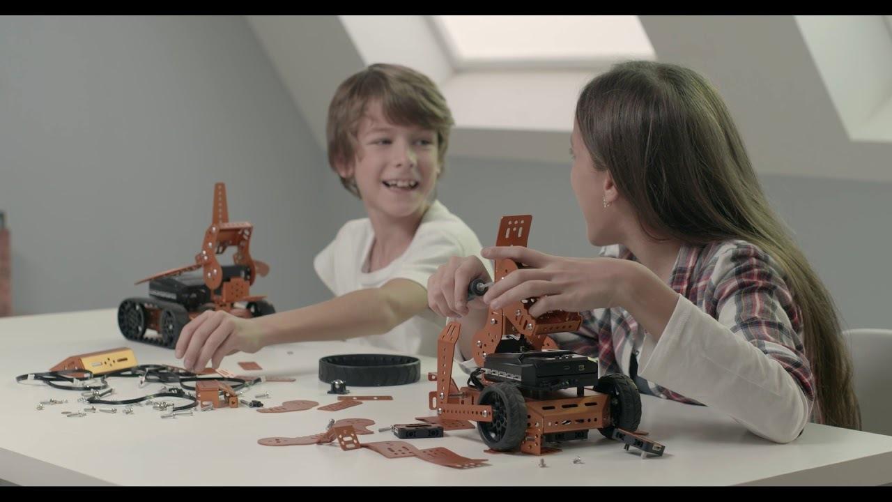 合体・変形してIoT機器も操れる。プログラミングが楽しめる知育ロボット「Qbee」
