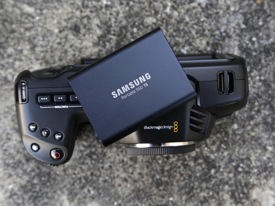 4Kのデータ容量に怯える必要なし! SSD「T5」はBlackmagicの新型カメラでも頼もしい味方になる