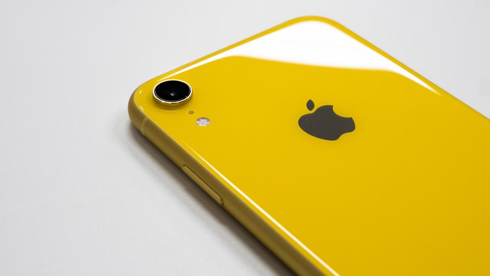 iPhone XSは、iPhone XRの2倍のダウンロード速度。まぁ、知ってたけどね