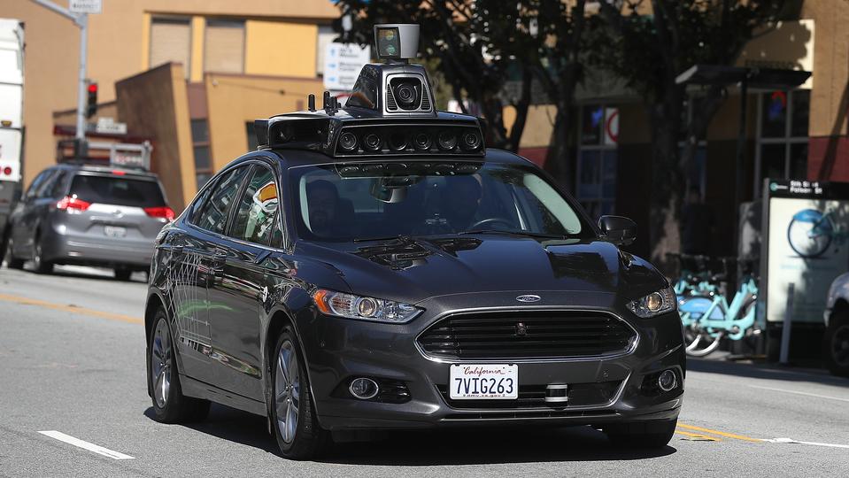 聞きました? クルマの未来は自動運転ラブホらしいですよ