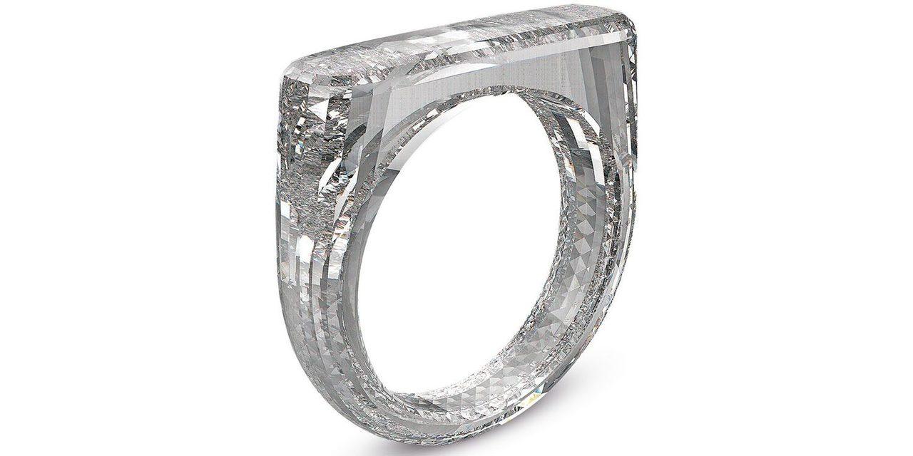 こちら、ジョニー・アイヴがデザインした指輪です
