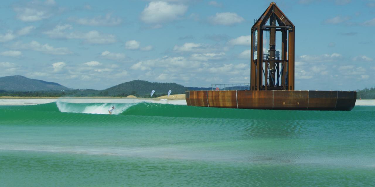 巨大なお椀がドンブラコ。豪州に世界初のサーフィン用人工波プールができる