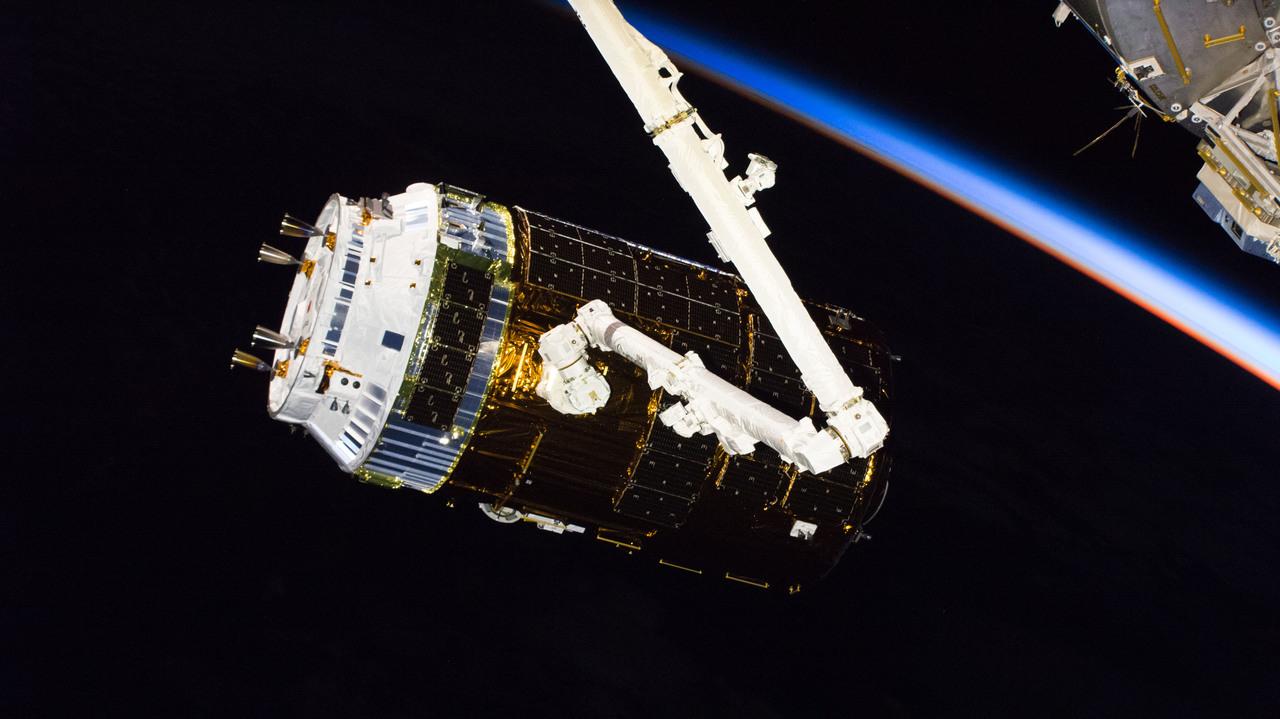 まさかの宇宙視点。地球から打ち上がる「こうのとり」7号機をタイムラプスで