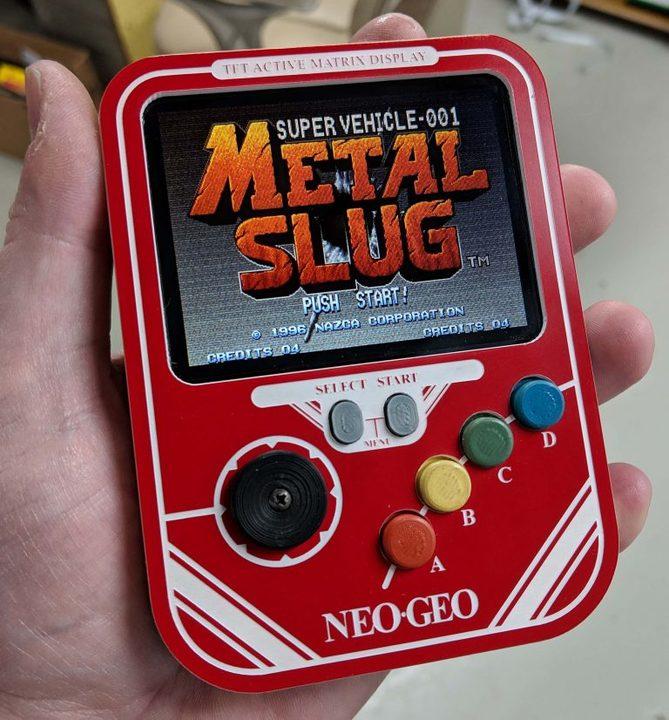 これは欲しい。「NEOGEO mini」をスマホ型の携帯ゲーム機に魔改造