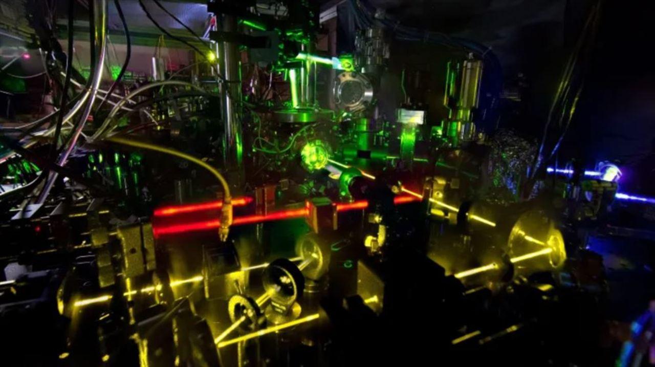時空の歪みさえも計測できる超高精度な原子時計うまれる