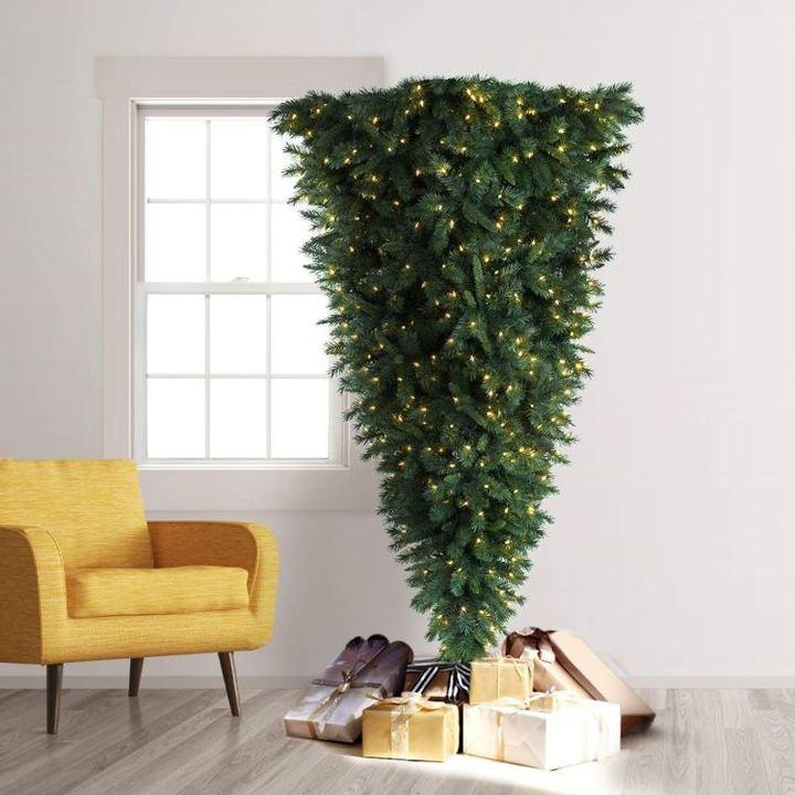 これぞ逆転の発想。せまい家でも置ける反転クリスマスツリー