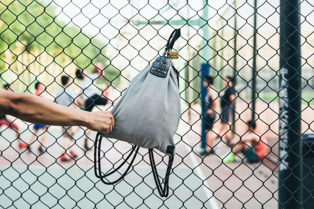 もう荷物の心配は不要! 盗難防止ロック付き防水バックパック「フラックサックスポーツ」