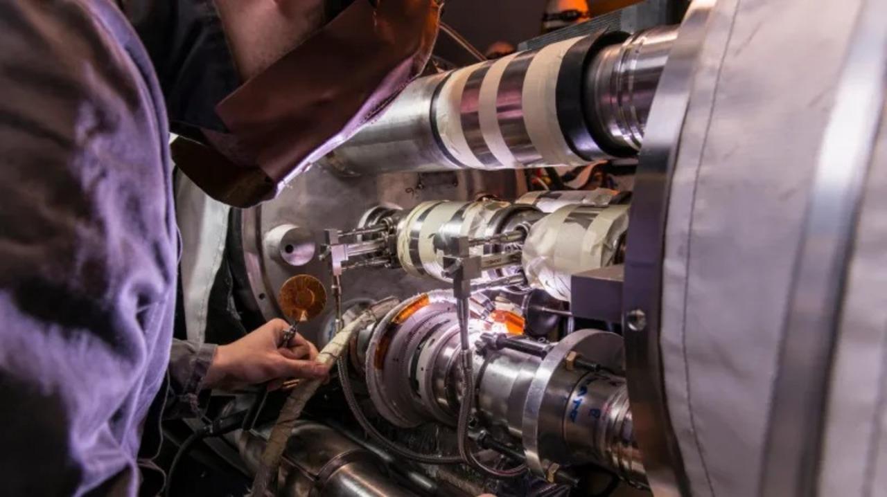 新粒子発見に期待! 大型ハドロン衝突型加速器が2年間改装工事へ