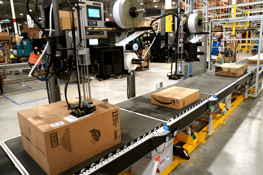 目が、目が〜〜〜! Amazon倉庫で「クマ撃退スプレー」が噴射され、従業員24人が病院送りに