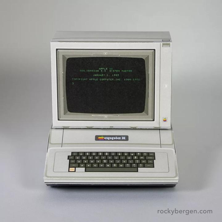 Apple II、Amstrad CPC 464などのペーパークラフト。自分で印刷できます