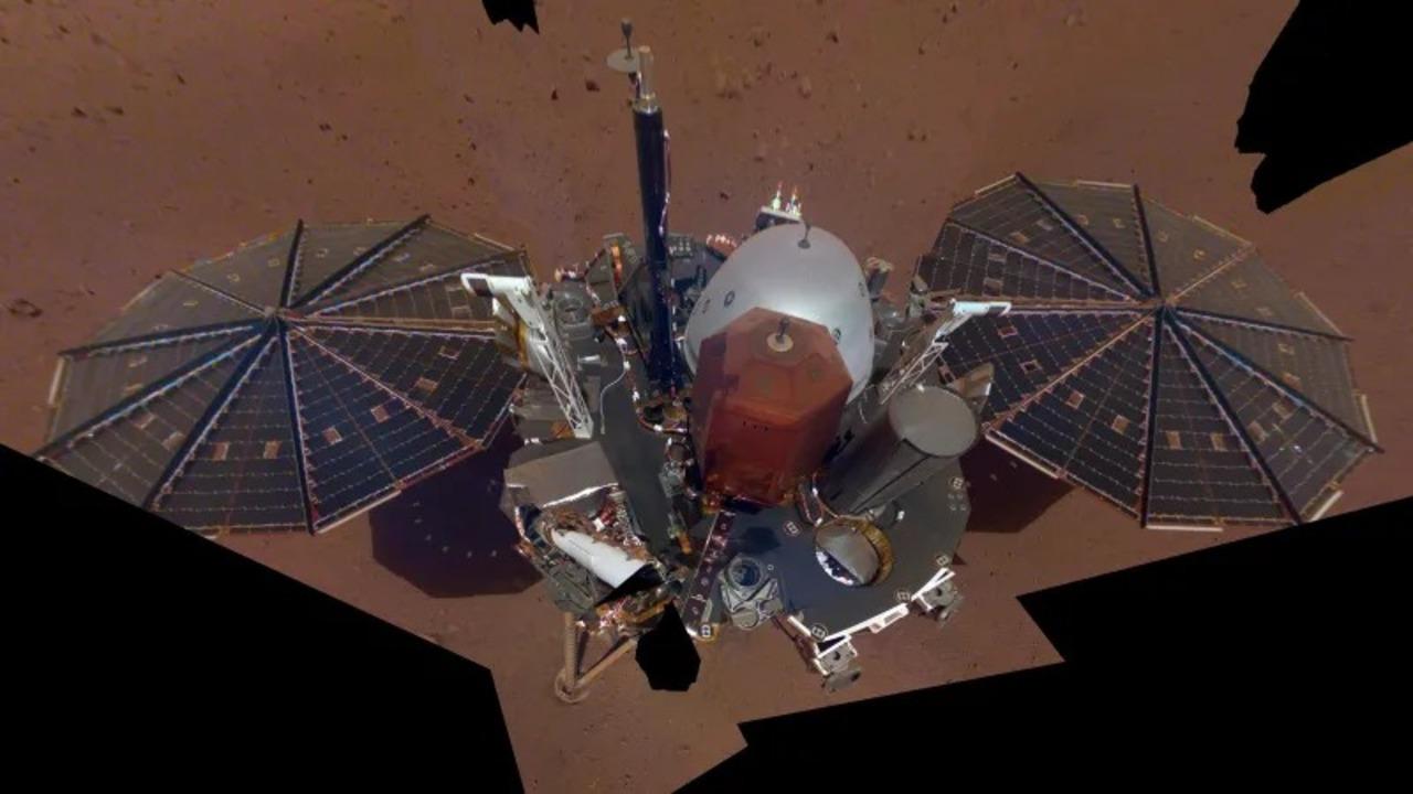 火星探査機のInSightさんから、ドヤッと初セルフィーが届く