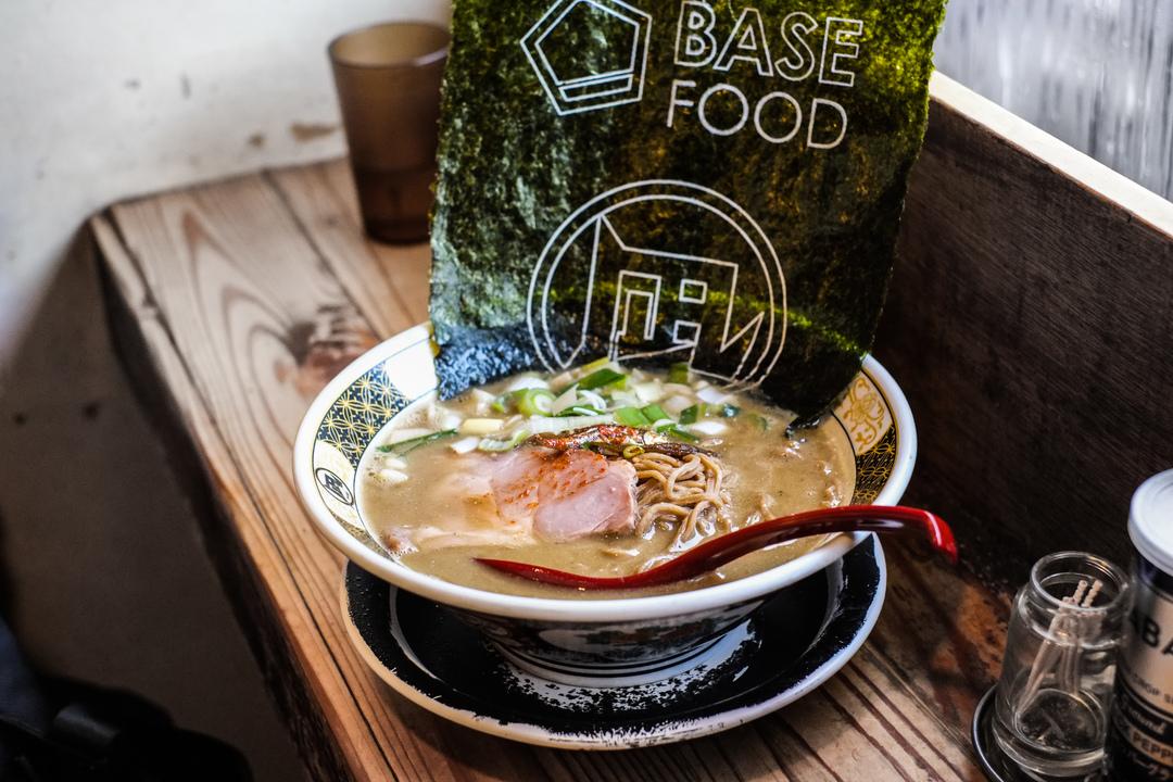 麺を変えればラーメンは健康食になる。凪とコラボした話題の「BASE RAMEN(ベースラーメン)」を食べてみた