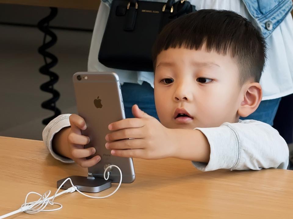 iOS 12.1.2配布開始。中国でのiPhone販売停止への対応?大丈夫かな…