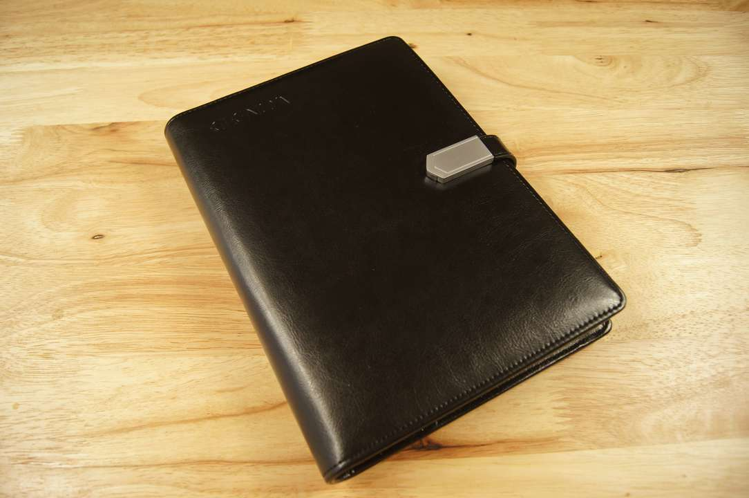 ビジネスに安心を、システム手帳とモバイルバッテリーが融合したELENOAを使ってみた