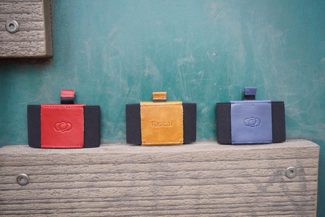 小さくて薄い財布「テイルウォレット」。カードやお札、鍵も収納できちゃう便利なやつ